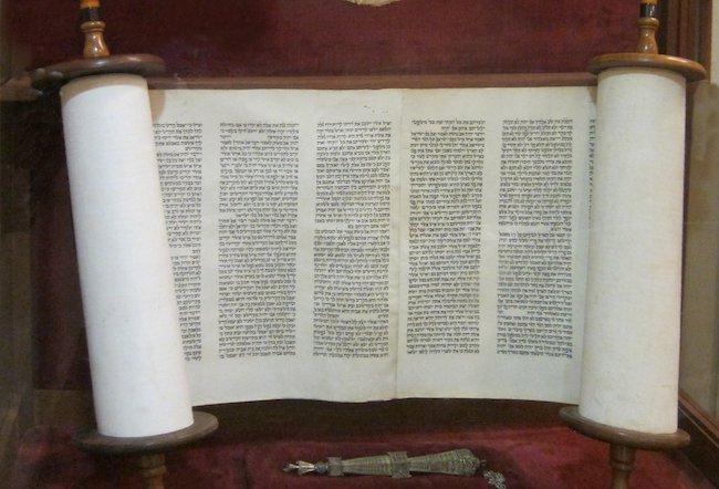 Chapter 22 - THE TORAH SCROLL • Torah org
